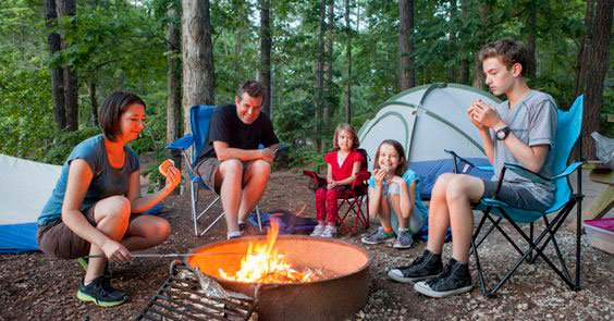 Surprise the mother with a family camp