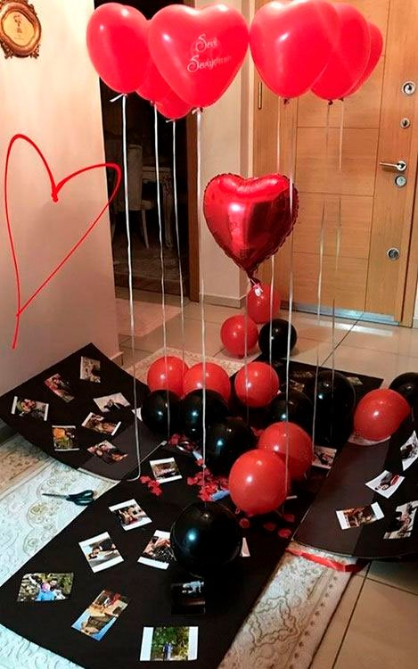 Surprise with balloons for her boyfriend