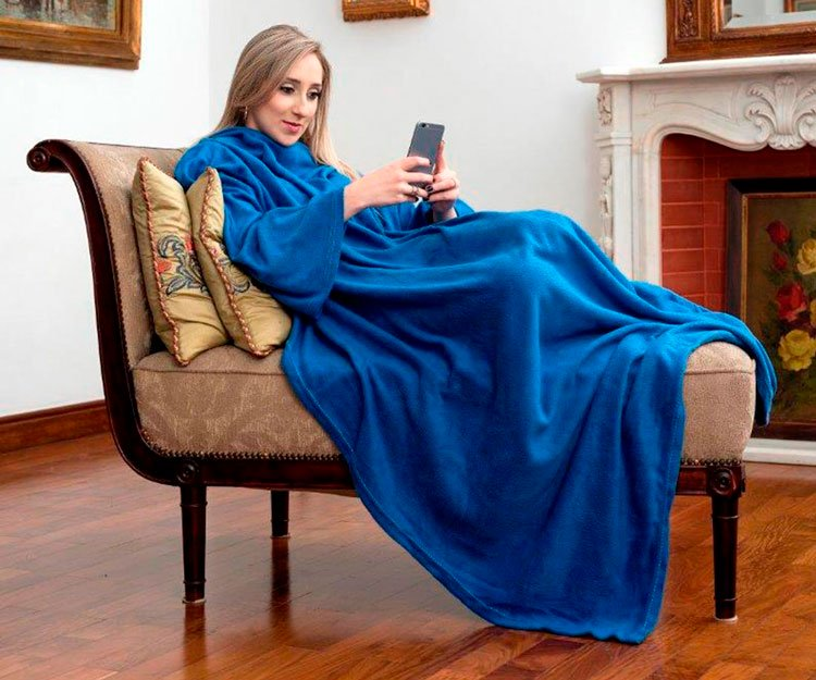 Blanket with sleeves to warm your mother