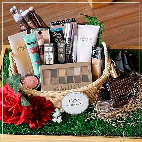 Basket for Mother's Day with beauty products
