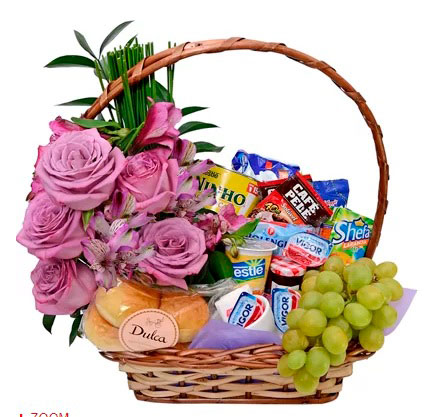 Classic breakfast basket for your queen