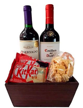 Kit of wine and other delicacies for your mother
