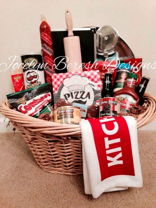 Basket with pizza kit for Mother's Day