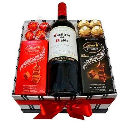 Anniversary gifts »Wine and chocolate kit