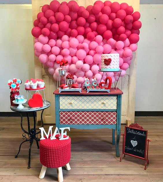 Decoration for Mother's Day with balloons