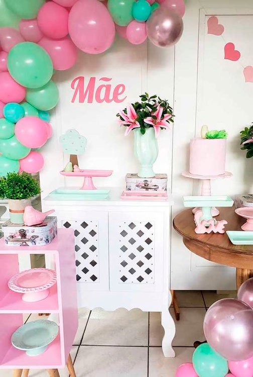 Decoration for Mother's Day with colorful balloons